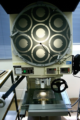 Horizontal Beam Optical Comparator